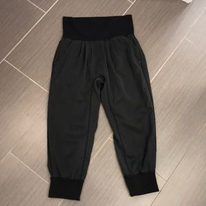 Lululemon lightweight Capri pants